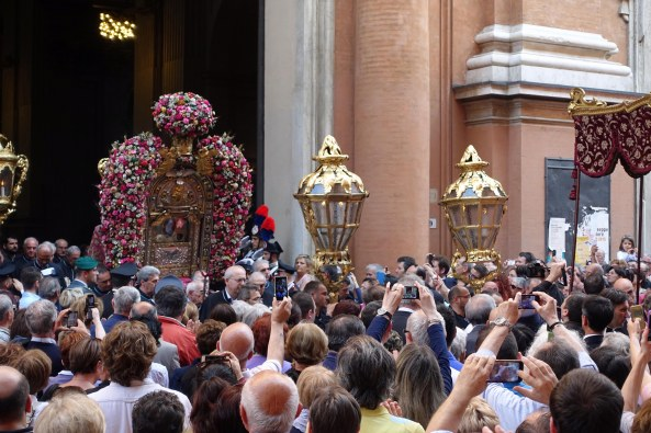 Bologna madonna San Luca procession via indipendenza