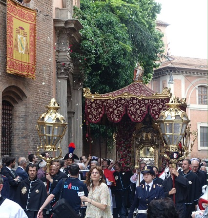 Madonna icon of San Luca procession passing the Collegio Spagnolo